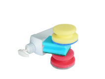 Tre spugne e bottiglia di plastica Immagini Stock