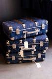 Tre staplade blåa resväskor Royaltyfria Bilder