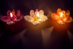 Tre stearinljus i rad Arkivfoton