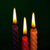 Tre stearinljus på Black Arkivfoto