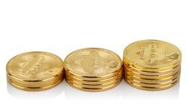 Tre stigande buntar av faktiska bitcoins Royaltyfria Foton
