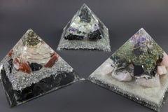 Tre stora Orgone generatorpyramider Orgonite Royaltyfri Bild