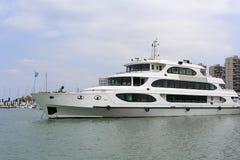 Tre strati dell'yacht del lusso Immagini Stock Libere da Diritti