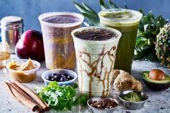 Tre strikt vegetariansmoothies med matcha, acia och guarana royaltyfri fotografi