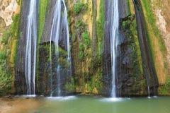 Tre-stråle vattenfallet i nordliga Israel Arkivbilder