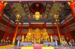 Tre strömförsörjningen Buddha i härligt huvudtempel Royaltyfri Fotografi
