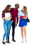 Tre studenti felici che stanno e che sorridono con i libri Fotografia Stock Libera da Diritti