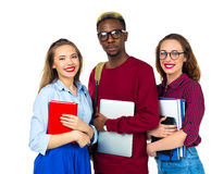 Tre studenti felici che stanno e che sorridono con i libri Fotografie Stock Libere da Diritti