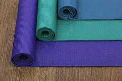 Tre stuoie colorate differenti di yoga Immagine Stock