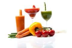 Tre succhi di verdura fatti della carota, cetriolo, pomodoro Immagini Stock Libere da Diritti