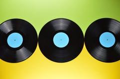 Tre svarta vinylrekord på guling och gräsplan Fotografering för Bildbyråer
