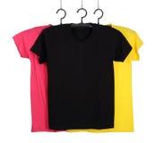 Tre t-skjorta mall på hange som isoleras på vit royaltyfria foton