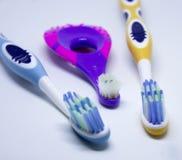 tre tandborstar Arkivfoton