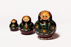 Tre traditionella ryska Wood dockor Arkivfoto