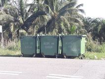 tre trashcans Royaltyfri Bild