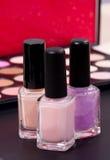 Tre trevliga näcka färger i flaskor - utgör tillbehör Royaltyfria Bilder