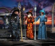 Tre trollkarlar under rådgivning 01 Arkivfoto