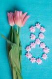 Tre tulipani rosa e meringhe rosa Immagini Stock Libere da Diritti