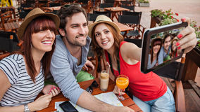 Tre turisti che prendono Selfie Fotografia Stock Libera da Diritti
