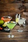 Tre typer av alkoholiserade coctailar med martini Arkivfoto