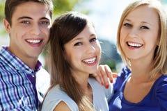 Tre unga vänner Arkivbild