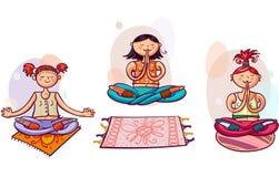 Unga yogakvinnor i lotusblommar poserar Arkivbilder