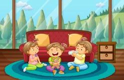 Tre ungar som spelar i vardagsrum Arkivfoto