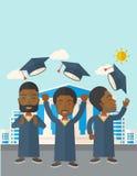 Tre uomini che gettano il cappuccio di graduazione Immagini Stock
