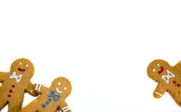 Tre uomini del biscotto del pan di zenzero che guardano fuori fotografia stock libera da diritti