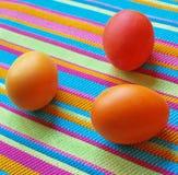 Tre uova di Pasqua sul tessuto a strisce Fotografia Stock Libera da Diritti