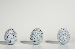 Tre uova macchiate su priorità bassa bianca Fotografia Stock Libera da Diritti