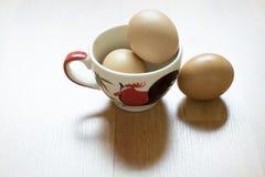 Tre uova in tazza Immagini Stock