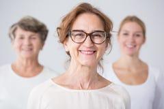 Tre utvecklingar av kvinnlig familj Arkivfoton
