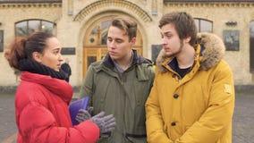 Tre vänsamtal near universitetet lager videofilmer