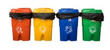 Tre variopinti riciclano i recipienti isolati su fondo bianco con Th Immagine Stock