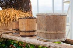 Tre vecchi barilotti di legno Fotografie Stock Libere da Diritti
