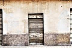 Tre vecchie porte del garage del metallo bianco Fotografia Stock Libera da Diritti