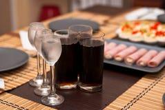 Tre vetri con vodka fredda e vetri di cola Fotografia Stock Libera da Diritti