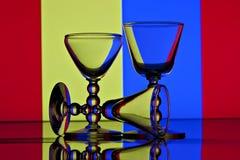 Tre vetri di vino con priorità bassa variopinta Fotografia Stock