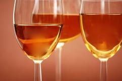 Tre vetri di vino sul bieg Fotografie Stock Libere da Diritti