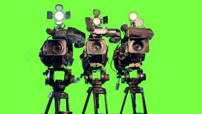 Tre videocamere professionali sui treppiedi archivi video