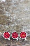Tre vita koppar med hallon Fotografering för Bildbyråer