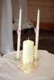 Tre vita stearinljus för bröllopceremonin Royaltyfria Foton