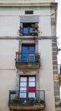 Tre Windows på gammal Barcelona byggnad Arkivfoton