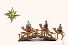 Tre wisemen som korsar en bro stock illustrationer