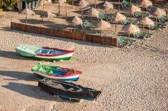 Tre zone balneari di esposizione al sole e delle barche Fotografia Stock
