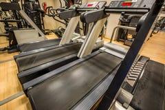 Treadmills στη σύγχρονη γυμναστική Στοκ εικόνες με δικαίωμα ελεύθερης χρήσης