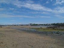 Trearddur zatoka Lanscape przy Niskim przypływem Zdjęcie Royalty Free