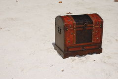 Treasure chest on beach Royalty Free Stock Images