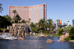Treasure Island Hotel and Casino Las Vegas, Nevada. With the lake at the Mirage in the forgroundn Stock Images